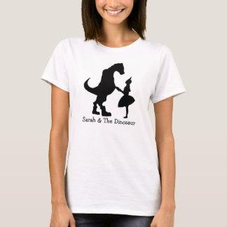Sarah et le T-shirt des femmes de silhouette de