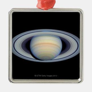 Saturn avec des anneaux à plus grand-angulaire à ornement carré argenté