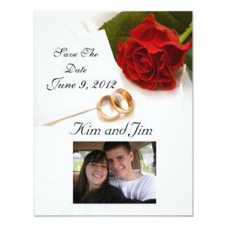 Sauvez l'invitation de rose rouge de date carton d'invitation 10,79 cm x 13,97 cm