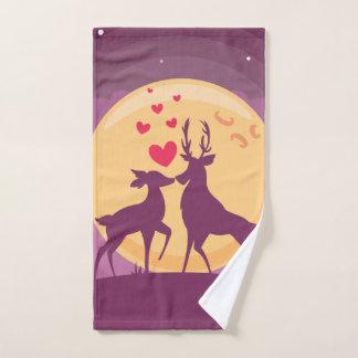 Scène d'amour romantique de cerfs communs
