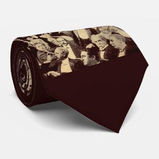 scène de foule des années 1920 cravates