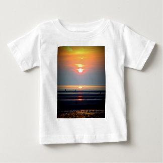 Scène de plage de coucher du soleil, Crosby, T-shirts