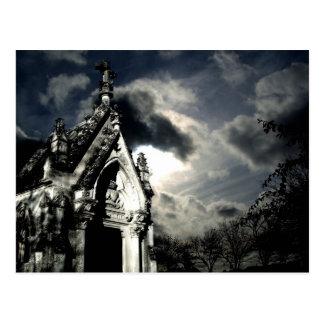 Scène dramatique de cimetière carte postale