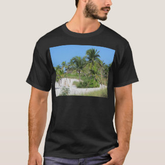 Scène tropicale de plage t-shirt