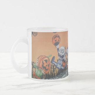 Scène vintage de Halloween Mug En Verre Givré