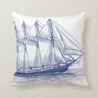 Schooner nautique de bateau de bleu marine coussin
