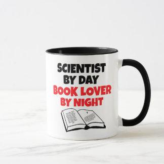 Scientifique d'amoureux des livres mug