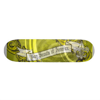 Scouts de garçon de planche à roulettes de skateboards customisés