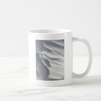 Sculpture en dérive de neige d'hiver mug blanc