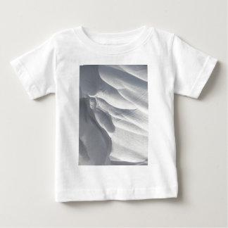 Sculpture en dérive de neige d'hiver t-shirt