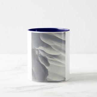 Sculpture en dérive de neige d'hiver mug à café