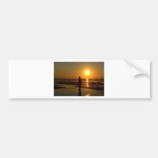 Sculpture en hommes de fer au coucher du soleil, C Autocollant De Voiture