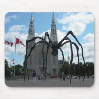 Sculpture géante Québec en araignée Tapis De Souris