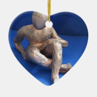 sculpture raku homme ornement cœur en céramique