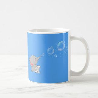 Secousses de soufflement d'éléphant mug blanc