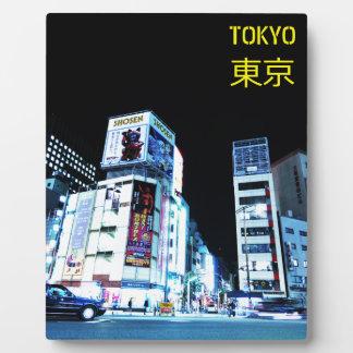 Secteur de Ginza à Tokyo, Japon la nuit Plaque Photo