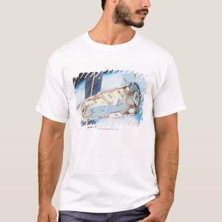 Section transversale de station spatiale actionnée t-shirt
