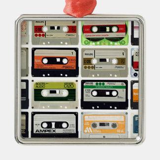 Seize cassettes audios ornement carré argenté