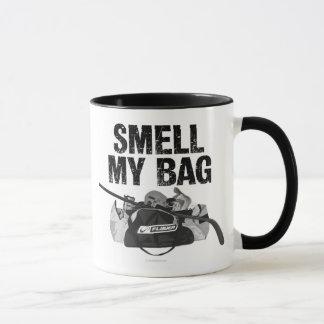 Sentez mon sac (la puanteur d'hockey) mug