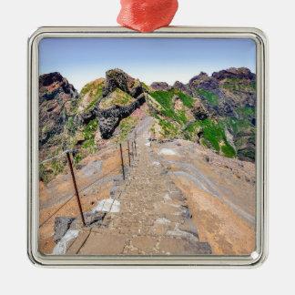 Sentier de randonnée en montagnes sur la Madère Ornement Carré Argenté