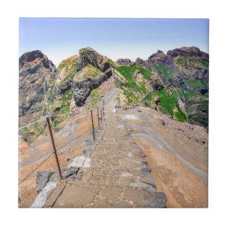 Sentier de randonnée en montagnes sur la Madère Petit Carreau Carré