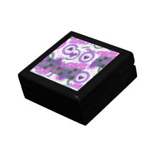 Sentiment sentimental de beau chaleureusement petite boîte à bijoux carrée