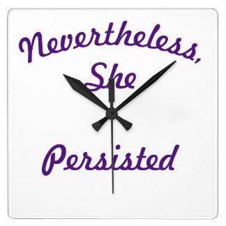 Sept soeurs ensemble néanmoins synchronisent horloge carrée