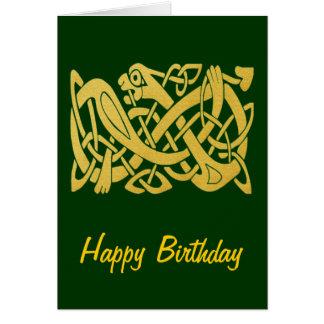 Serpent d'or celtique sur la carte d'anniversaire