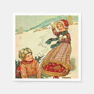Serviette En Papier Garçon et fille jouant dans Noël de cru de neige
