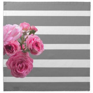 Serviettes De Table Bouquet des roses roses sur les rayures grises