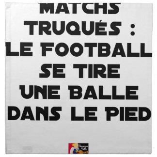 SERVIETTES DE TABLE MATCHS TRUQUÉS, LE FOOTBALL SE TIRE UNE BALLE DANS