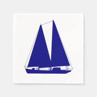 Serviettes En Papier Bleu marine sur le voilier côtier blanc