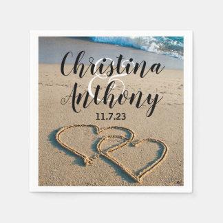 Serviettes En Papier Coeur sur la serviette de mariage de plage de