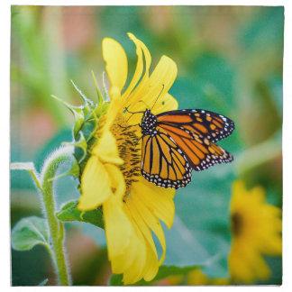 Serviettes En Tissus Papillon sur un tournesol
