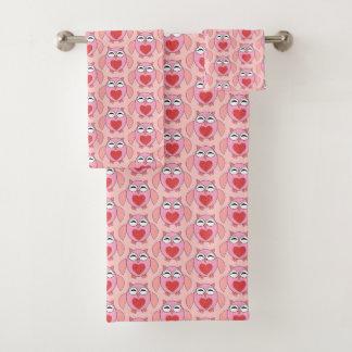 Serviettes modelées par hibou rose de coeur