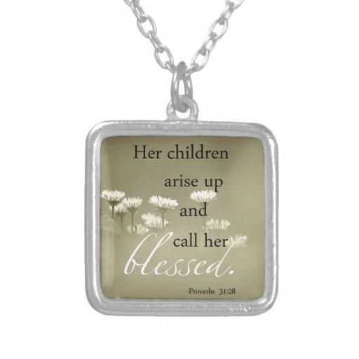 Ses enfants surgissent et l'appellent bénie pendentifs personnalisés