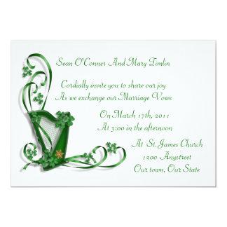 Shamrocks et ruban irlandais d'harpe de faire-part