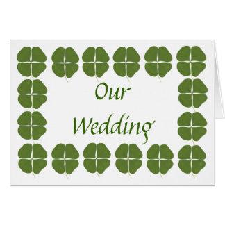 Shamrocks verts épousant des invitations, carte de vœux