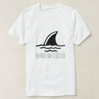 Sharky arrose la pièce en t d'aileron t-shirt