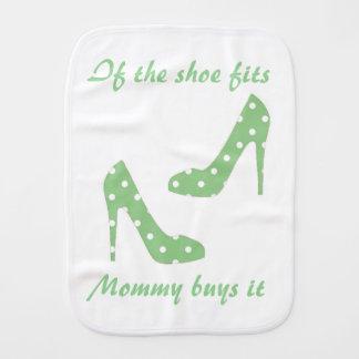 Si la chaussure adapte des achats de maman il linge de bébé