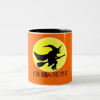 Si le balai s'adapte, pilotez-le ! mug bicolore
