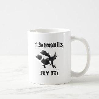 Si le balai s'adapte, pilotez-le ! mug blanc