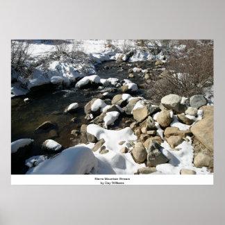 Sierra courant dans la neige affiches