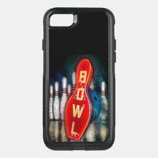 Signe au néon de bowling avec la boule et les coque OtterBox commuter iPhone 8/7