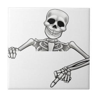 Signe de pointage squelettique de bande dessinée petit carreau carré
