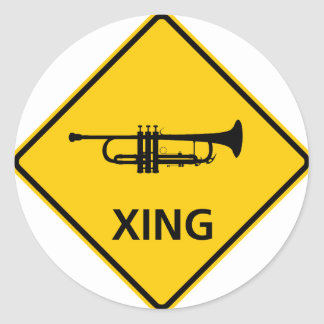 Signe de route de croisement de trompette adhésifs ronds