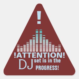 Signe professionnel drôle d'attention du DJ Sticker Triangulaire