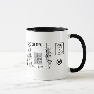 Signes de vie aux croisements de chemin de fer mug