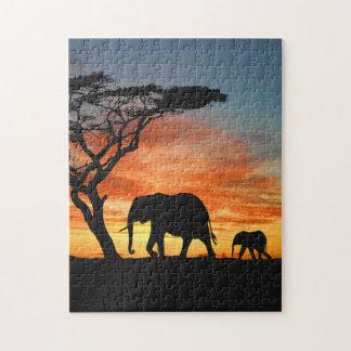 Silhouette africaine colorée d'éléphant de coucher puzzle