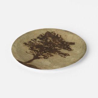 Silhouette d'arbre sur l'arrière - plan en bronze assiettes en papier